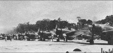 В ноябре 1943 г., когда на Бугенвиле высидазись американцы, на Буин перебросили 1-й Коку Сеитай с авианосца «Дзюйкаку». Третий самолет в линии – А 6МЗ модель 22. Белый шеврон на фюзеляже – отличительный знак самолета с «Дзюйкаку».