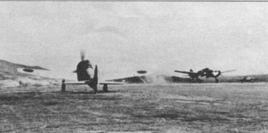 2-й кокутай первым из строевых подразделений получил истребители A6M3 модель 32. На заднем плане виден взлетающий разведчик Мицубиси тип 100.