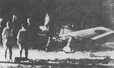 A6M3 модель 32 уходит в ночной полет, хорошо видна «обрезанная» законцовка крыла.