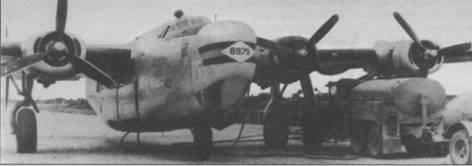 С-109 из 2-й транспортной эскадрильи сливает горючее в бензовозы на одном из аэродромов Китая, 1945г.