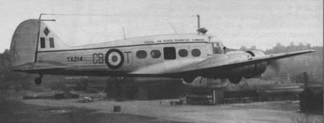 «Энсон» С. 19 в полете над аэродромом Хендон (Англия), ноябрь 1957г.