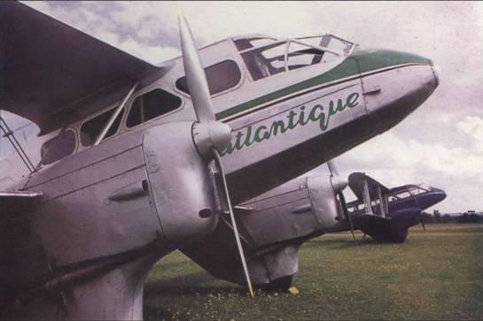 два восстановленных в Великобритании DH.89, июль 2002г.
