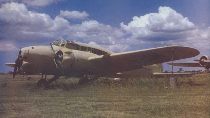 Транспортный «Энсон» на открытой площадке музея в Бэнкстауне (Австралия)