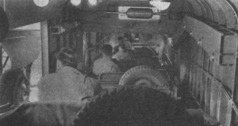 Загрузка «виллисов» в грузовой отсек «Йорка»