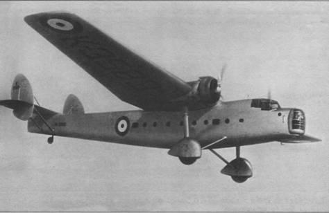 Опытный образец самолета «Бомбей» в полете, Филтон (Англия), 1935г.