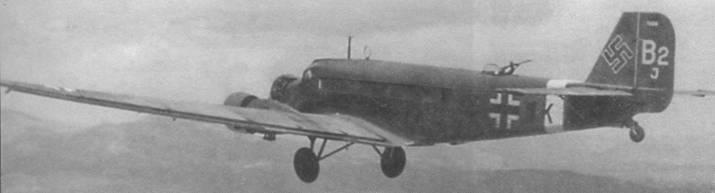 Ju 52/Зтд7е в полете над Балканами, 1941г.