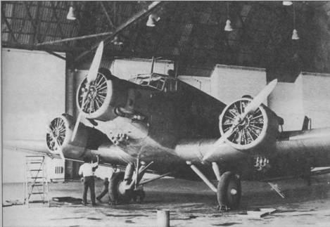 Один из первых изготовленных в Испании самолетов СASA 352L