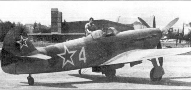 Як-9 в аэропорту Дюбендорфа. Швейцарский механик каждые два дня вращал пропеллер, чтобы не допустить образования ржавчины на моторе. На заднем плане виден Boeing B-17G-55-BO (42-102651) из 447-й бомбардировочной группы. Всего в Швейцарии было интернировано 76 Flying Fortress и 82 Liberator, и также 10 000 советских солдат.