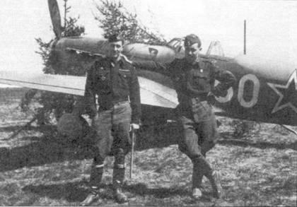 Рене (слева) и Морис Шалле перед Яком-9Т-37. Братья Шалле вступили в полк Нормандия-Неман с 18 марта 1944 года. Морис погиб над Восточной Пруссией.
