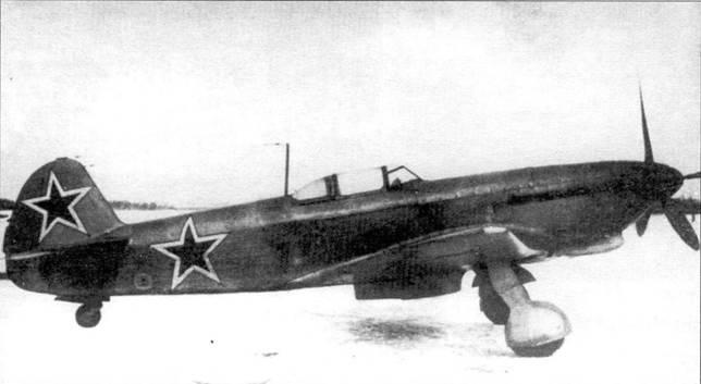 Два фотоснимка Як-9К сделанных во время испытаний в НИИ ВВС. Ствол пушки с дульным тормозом выступал из кока винта на 370 мм.