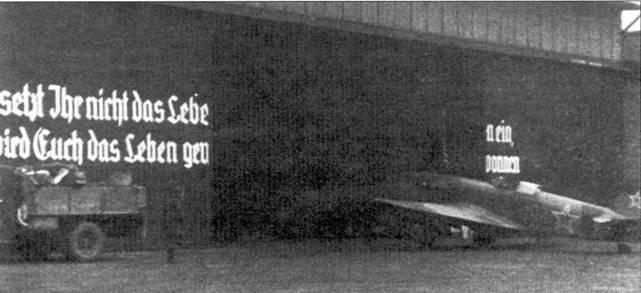 Советский Як-9 базирующийся уже после окончания войны на одном из немецких аэродромов. Бетонированная взлетно-посадочная полоса и крытые ангары были для советских пилотов роскошью по сравнению с предыдущими условиями службы.