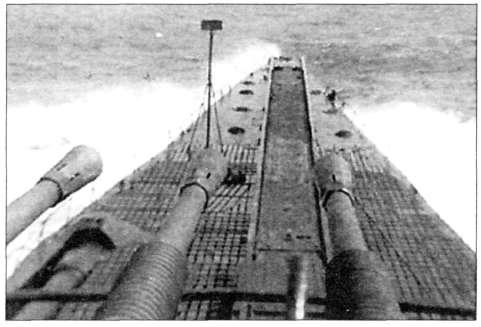 1-400 выходит в океан. Снимок сделан с орудийного поста