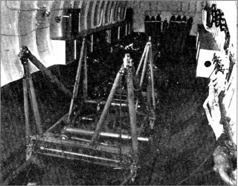Подводная лодка 1-400. Стартовая тележка под самолет М6А Seiran в авиационном ангаре