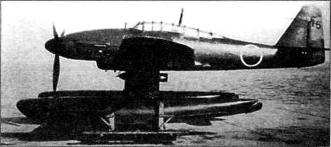 Бортовой самолет Aichi Мб А1 Seiran с подвешенной 250-кг бомбой