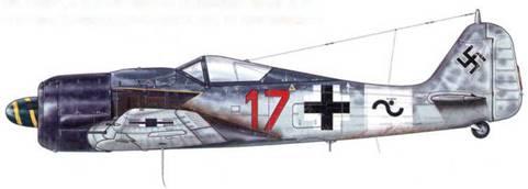 Fw 190A-8/R2 из 12.(Sturm)/JG 3, Барт, Германия, 1944 г. Этот самолет, который пилотировал Unteroffizier Вилли Унгер (22 сбитых самолета, из которых 19 – тяжелые бомбардировщики), можно видеть на фотографиях того времени вооруженным одной ракетной пусковой установкой «Krebs», расположенной под фюзеляжем и стрелявшей назад.