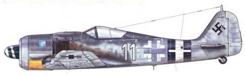 Fw 190A-8/R2 из 5(Sturm)./JG 4, Бабенхаузен, Германия, январь 1945 г. Во время проведения операции «Bodenplafte» (1 января 1945 г.), этот самолет, который пилотировал Gefreiter Вальтер Вагнер, был подбит огнем зенитной артиллерии и был вынужден совершить посадку на аэродроме Сен-Трон в Бельгии. У этого бывшего ударного истребителя удалены бронеплиты с боков, a «Balkenkreuz» серого, а не черного цвета. 5(Sturm)./JG 4 была сформирована на базе авиагруппы l./ZG 1.