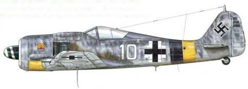 Fw 190А-8 из 9./JG 5 «Eismeer», Хердия, Норвегия, начало 1945 г. 9 февраля 1945 г. Feldwebel Рудольф Артнер встретил соединение из 30 Beaufighters TFX, сопровождаемых Mustang, осуществлявшими авианалет на корабли, стоявшие на якоре в Фордефьорде, и сбил два из них. В целом эта операция обошлась союзникам (Королевским ВВС Великобритании, Королевским Канадским ВВС и Королевским Австралийским ВВС) дорого – при всего лишь двух потерях у немцев, были сбиты девять Beaufighters и один Mustang. Этот день часто называют «черной пятницей».