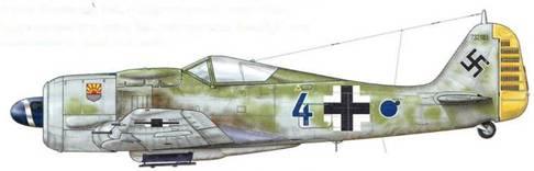 Fw 190А-8 из 12./JG 5, Хердия, Норвегия, январь 1945 г. Leutnant Руди Линц – «Staka» погиб, будучи сбитым Р-51 в ходе вышеупомянутого сражения над Фордефьордом. На тот момент на его личном счету было 70 сбитых самолетов. Последним стал Beaufighter, который он сбил над Хойдальсфьордом, перед тем как его самолет пропал.