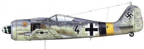 Fw 190A-8 M3 12./JG5, Хердия, Норвегия, 1945 г. В феврале 1944 г. авиасоединение JG 5 пополнилось эскадрильей штурмовиков 14.(Jabo) и было переименовано в 4./JG 5. Самолеты этого подразделения часто принимали участие в боевых операциях в сопровождении других машин из соединения «Eismeer». Как можно видеть, опознавательные полосы на фюзеляжах самолетов этого авиакрыла наносились бессистемно.
