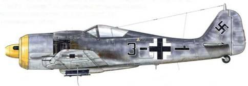 Fw 190А-8 из Stab JG 51, Крошево, Польша, ноябрь 1944 г. Пилот – Unteroffizier Гельмут Йоне. Линия, нарисованная сразу же за индивидуальным номером, перед «Balkenkreuz», имеет особую форму, принятую для Stabschwarm.