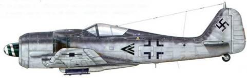 Fw 190А-8 из I./JG 54, Скрунда, Латвия, ноябрь 1944 г. Пилот – Hauptmann Франц Айзенах, один из асов «Griinherz», назначенный в августе 1944 г. Gruppenkommandeur l./JG 54, а 1 января 1945 г. получивший звание Majora. Он закончил войну, сбив 129 самолетов, почти все из которых были советские штурмовики Ил-2.
