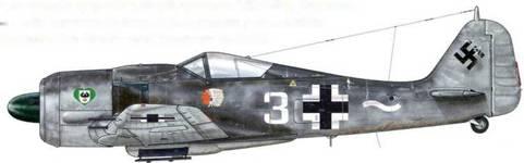 Fw 190А-8 из 13./JG 54, Люблин, Польша, июль 1944 г. Пилот – Oberleutnant Карл Брилль – Staffelkapitan. Основная отличительная особенность этого самолета, вне всякого сомнения, – его персональный знак отличия – голова краснокожего индейца, что было несколько нетипично для самолетов Люфтваффе того времени.