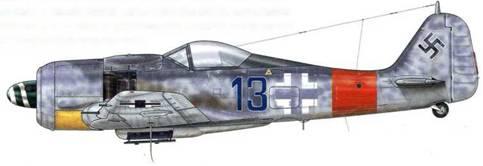 Fw 190А-8 из Stab JG 300, Ютерборг-Вальдлагер, Германия, ноябрь 1944 г. Пилотировавший этот самолет Oberleutnant Вальтер Даль прослыл самым результативным «убийцей» Viermot в Jagdwaffe. В своих мемуарах он подтвердил тот факт, что им было сбито 36 тяжелых бомбардировщиков союзников, один из которых – воздушным тараном! После того как соединение JKG 300 перестало осуществлять миссию «Wilde Sau» («Дикий кабан»), на хвостовой части его истребителей появилась красная полоса, которая в январе 1945 г. была заменена на синюю и белую Reichsverteidigungsband, чтобы их не путали с самолетами соединения JG 1, имевшими такую же маркировку.