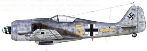 Fw 190A-8/R8 из II./JG 300, Хольцкирхен, Германия, июль 1944 г. II./JG 300, вне всякого сомнения, была самой эффективной из всех Sturmgruppen Люфтваффе. В середине июня 1944 г. она была преобразована в авиакрыло дневных истребителей, Stab и II. Gruppe которого были задействованы совместно с Sturmgruppe Мориц (IV./JG 3), оснащенной самолетами Bf 109G-6, которые ей передала I. Gruppe. -