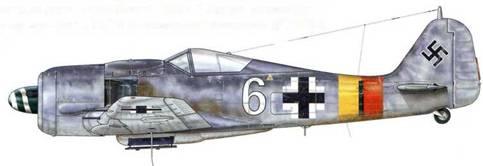 Fw 190A-8 из 12./JG301, Штендаль, Германия, ноябрь 1944 г. Пилот – Oberfeldwebel Вилли Решке. Родившийся в 1922 г., Решке только начинал свою военную карьеру в I./JG 302 (позднее переформированной в III./JG 301) в июне 1944 г. Тем не менее к окончанию военных действий он уже имел на личном счету 27 подтвержденных сбитых самолетов, 20 из которых – четырехмоторные бомбардировщики.