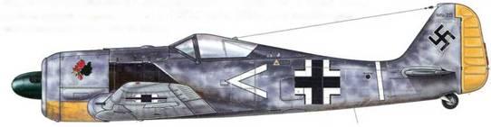 """Fw 190А-3 из III./JG 2, Тревилль, Франция, июнь 1942 г. Как свидетельствует маркировка этого самолета, его пилотировал начальник штаба (Gruppenadjutant) III./JG 26 Oberleutnant Арним Фабер, совершивший по ошибке посадку в Пембри в Великобритании. В течение шести месяцев самолет изучали в Air Fighting Development Unit<a href=""""#a36"""" type=""""note"""">{36}</a> (AFDU), куда он был отправлен в июле 1943 г. Узкая белая полоса, окаймленная черным, нанесенная на стыке хвостового оперения с фюзеляжем самолета, являлась неофициальным обозначением принадлежности к III. Gruppe."""