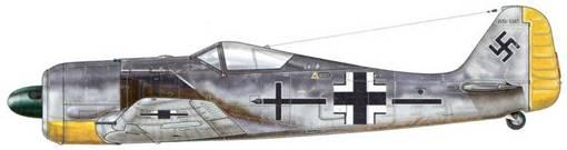 Fw 190А-3 из Stab JG 2, Бомон-ле-Роже, Франция, лето 1942 г. Пилот – Leutnant Хуберт фон Грайм. На фюзеляж этого самолета нанесена неофициальная символика Geschwaderaderadjudant, вто время как панель за выхлопными трубами выкрашена черной краской с белыми краями. На этом месте прежде был изображен рисунок Adlerflugel («Крыло орла»).
