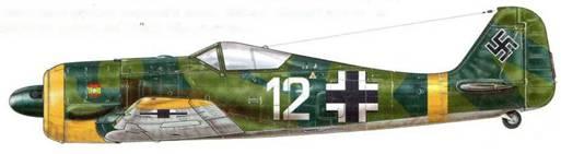"""Fw 190А-3 из 15. (spanien)./JG 51, район Орла, СССР, весна 1943 г. Когда Германия вторглась в СССР, Франко отправил на фронт целый «легион» добровольцев – дивизию «Azul»<a href=""""#a37"""" type=""""note"""">{37}</a> с входящей в нее эскадрильей истребителей, которая, в свою очередь, была передана JG 51. В общей сложности пять эскадрилий по очереди принимали участие в боевых действиях, а затем отправлялись в тыл. Третья, сформированная в ноябре 1942 г., получила свои первые Fw 190 в марте 1943 г. и была отозвана в тыл в июле того же года."""