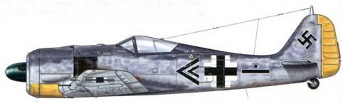 Fw 190А-5 из ll./JG 26, Витри-ан-Артуа, Франция, февраль 1943 г. Этот самолет пилотировал командир авиаотряда Hauptmann Вильгельм-Фердинанд «Вуц» Галланд. «Вуц» – самый младший брат известного Адольфа, был сбит над Голландией 17 августа 1943 г. в бою с отрядом Р-47.