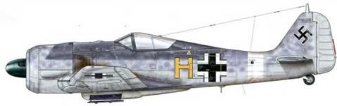 Fw 190A-5/U3 из 7./Sch.G 2, Пантеллерия, Италия, июнь 1943 г. Этот самолет, сохранивший свой «европейский» камуфляж (серый RLM 74, 75, 76), был сбит истребителями ВВС США 13 июня 1943 г. Авиагруппа III./Sch.G 2 прибыла в Тунис в начале марта 1943 г. из Польши через Бриндизи (Италия). Приспособленные для штурмовых атак, ее самолеты воевали бок о бок с SKG 10, а затем в мае того же года вернулись на Сицилию.