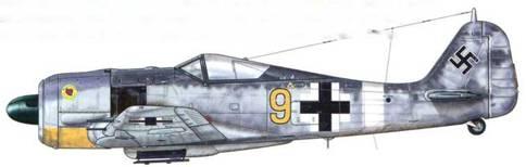 Fw 190А-6 из 3./JG 11, Хузум, Германия, лето 1943 г. В апреле 1943 г. соединение JG 1 было использовано для формирования новой боевой единицы – JG 11. Таким образом, l./JG 1 стала авиагруппой l./JG 11, a IV./JG 1 – l./JG 1. III./JG 1 была восстановлена и вооружена самолетами Bf 109. Девиз, начертанный по окружности эмблемы (в желтом круге револьвер на фоне красного сердца), на кожухе мотора гласил: «Тот, кто стреляет первым, имеет больше шансов выжить». Подходящий девиз для подразделения истребителей!