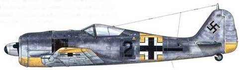 Fw 190A-6 из 5./JG 54, Иммола, Финляндия, июль 1944 г. Пилот- Oberleutnant Хельмут Радке. Помимо нанесенного на фюзеляж индивидуального номера этот самолет отличает желтая идентификационная полоса, на которой изображен «Balkenkreuz» (прямой крест).