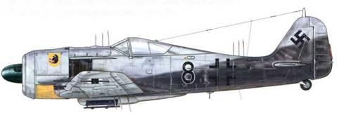 Fw 190A-6/R 11 из l./NJGr 10, Бонн-Хангелар, Германия, осень 1943 г. Это специализированное подразделение ночных истребителей (Nachtjagdgruppe) было оснащено несколькими редкими экземплярами Fw 190, оборудованными радарами (FuG 217 Neptun J-2, который можно видеть здесь, с дополнительными антеннами на фюзеляже и крыльях; или же FuG 218 III J, узнаваемой по «рожкам» на крыльях). Внутри экран радара был добавлен к приборному щитку слева.