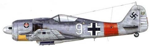 Fw 190A-7 из 1 ./JG 1, Липпшпринге, Германия, апрель 1944 г. Этот самолет пилотировал Hauptmann Альфред Гриславски, закончивший войну, имея на своем личном счету 133 сбитых самолета противника, 18 из которых были тяжелые бомбардировщики, сбитые им на Западном фронте. Белые и черные полосы на капоте мотора были упразднены зимой 1943-1944 гг., новый отличительный знак – «крылатая 1» появился на месте предыдущего (Мальтийский крест).