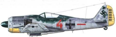 Fw 190А-7 из 7./JG 26, Нанси, Франция, май 1944 г. Пилот – Oberleutnant Вольдемар «Вальди» Раденер. Имел на своем личном счету 37 подтвержденных побед, 12 из которых – сбитые четырехмоторные бомбардировщики. Прослужив все время в соединении JG 26, Раденер стал командиром II./JG 300 в феврале 1944 г. После войны он служил летчиком в новых «Bundesluftwaffe» (ВВС ФРГ), но погиб в авиакатастрофе в январе 1957 г. Обратите внимание на множественные изменения, внесенные в изначальную камуфляжную раскраску самолета, в частности – на добавленный крест на фюзеляже и личный номер.