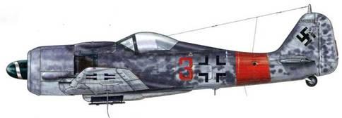 Fw 190A-8 из 4./JG 1, Грайсвальд, Голландия, апрель 1944 г. Этот самолет, оснащенный закругленным фонарем кабины пилота, был сбит 27 декабря 1944 г. Его лично пилотировал Staffelkapitan 4./JG 1 Готтфрид Юст. Как это часто практиковалось, край полосы на фюзеляже располагался в сужающейся части фюзеляжа, на месте его соединения с хвостовым отсеком.