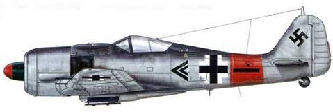 Fw 190А-8 из ll./JG 1, Гарц-Узедом, Германия, февраль 1945 г. Пилот- Hauptmann Пауль-Хайнрих Дэне – Gruppenkommandeur II./JG 1. Дэне, на личном счету которого значилось 98 побед в воздушных боях, был сбит в конце апреля 1945 г., когда он пилотировал Me 262.