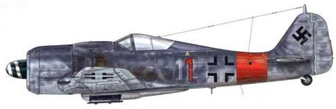 Fw 190А-8 из 4./JG 1, Дроппе, Германия, январь 1945 г. В ходе операции «Bodenplatte» 1 января 1945 г. этот самолет был сбит, а его пилот – Unteroffizier Альфред Фицше взят в плен в Пинте, Бельгия. Ранний индивидуальный номер машины («12») различим под новым – красным.