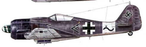 Fw 190A-8/R2 из Stab IV(Sturm)./JG 3, Дрё, Франция, начало июня 1944 г. Пилот – Hauptmann Вильгельм Мориц – Gruppenkommandeur 10-й эскадрильи. Этот ударный вариант самолета, вооруженный пушкой МК-108, расположенной под фюзеляжем в центральной части плоскости крыла, был собран на заводе «Fieseler» – единственном предприятии, выпускавшем A-8/R2. 13 июня 1944 г. это подразделение было переброшено в Германию, где его основной задачей стала охота на бомбардировщиков союзников. Точное количество самолетов, сбитых Морицем, неизвестно – от 44 до 52, включая от 12 до 25 четырехмоторных бомбардировщиков.