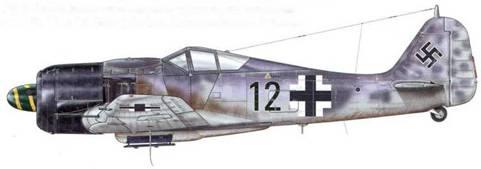 Fw 190А-8 из 11 (Sturm)./JG 3, Шонгау, Германия, лето 1944 г. Многие самолеты, принадлежавшие к авиагруппе IV.(Sturm), были узнаваемы по черной окраске капотов моторов, которая иногда продолжалась дальше вдоль бортов самолета и завершалась присвоенным Staffel цветом.