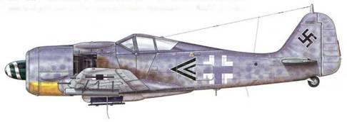Fw 190A-8/R2 из Stab IV./JG 3, Шонгау, Германия, август 1944 г. Этот самолет пилотировал Hauptmann Вильгельм Мориц – первый командир этой первой в Люфтваффе ударной группы. Как и предыдущие модели, этот самолет оснащен пуленепробиваемыми стеклами по бокам фонаря кабины пилота, называвшиеся «Scheuklappen».