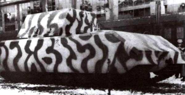 Первый прототип «Мауса» в трехцветном камуфляже. Бёблинген, февраль 1944 года.