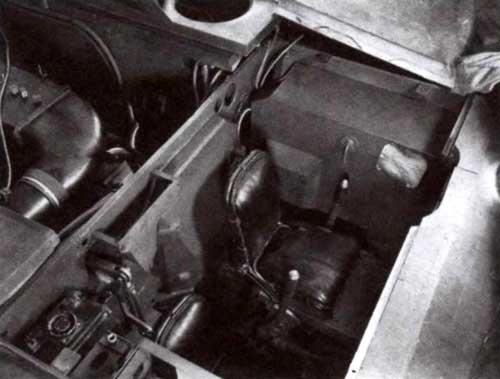 Вид на отделение управления. Справа от сиденья механика-водителя установлено сиденье