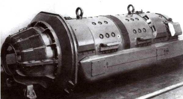 Блок генераторов. Вид спереди справа (фото сверху) и сзади слева (фото внизу)