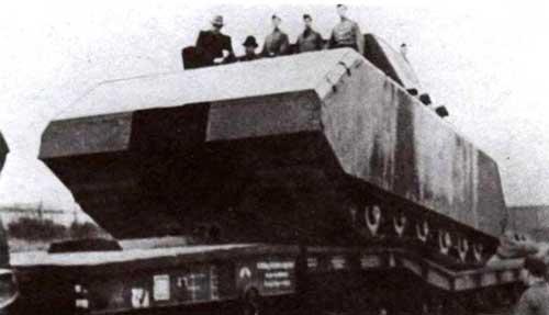 Погрузка танка 205/1 на платформы для отправки в Куммерсдорф. Октябрь 1944 года