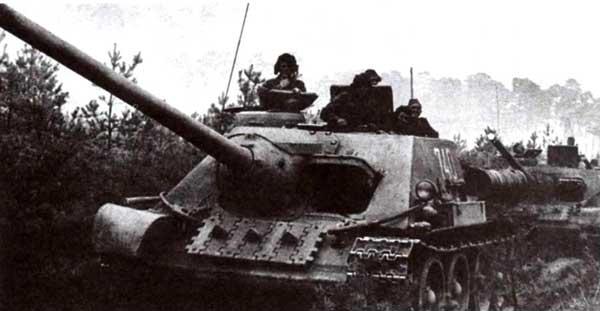Самоходная установка СУ-100. В 1944 году заводские цеха покинули 50°CАУ этого типа, а до окончания войны — еще более тысячи